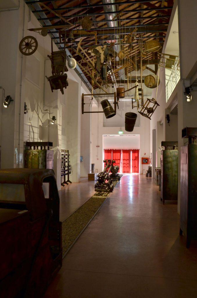 Una sala del parco museo del monte Amiata