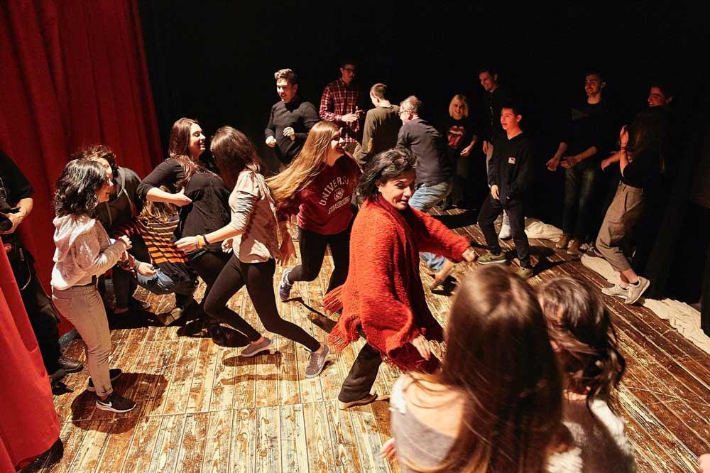 Attività dei ballerini sul palcoscenico