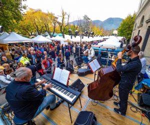Durante la festa si svolgono numerosi concerti