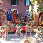 La sfilata allegorica dei carri a Cinigiano