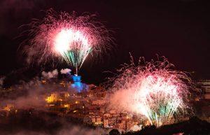 I fuochi d'artificio accendono la notte ad Arcidosso