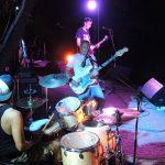 Il concerto di una band rock durante Birragustando