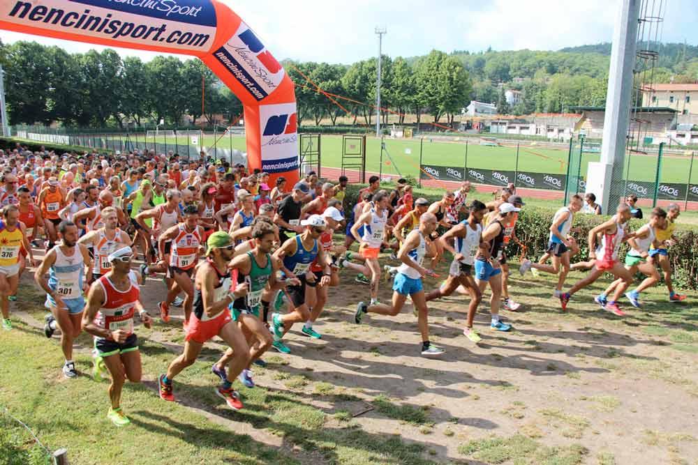 Atleti alla partenza della corsa podistica Salitredici