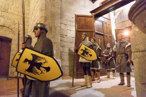 """Con l'evento """"Offerta dei Censi"""" molti sono i personaggi in costume. Qui abbiamo la sfilata degli arcieri"""