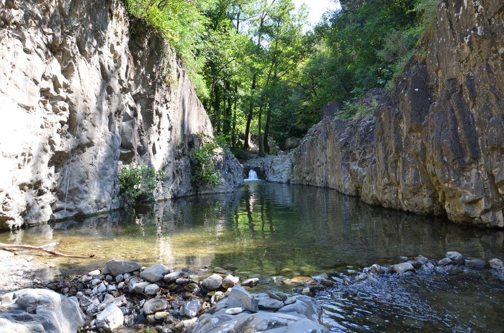 Il fiume Vivo, che scorre ai piedi di Seggiano