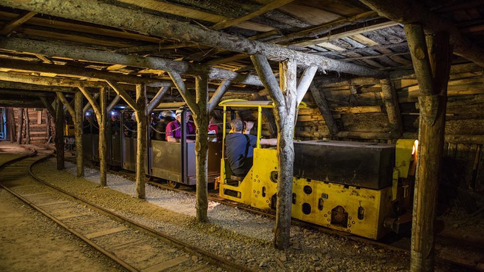 Il trenino che oggi viene usato per la visita della miniera di Abbadia S.Salvatore