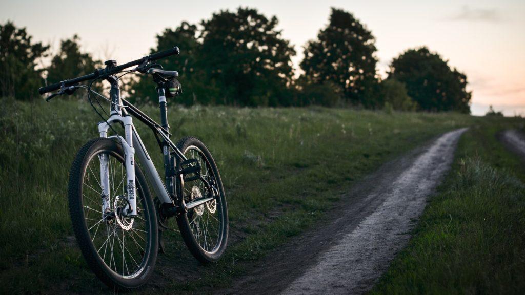 Una mountain bike parcheggiata