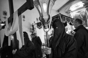 un momento dei riti santi che coinvolgono la comunità di Radicofani