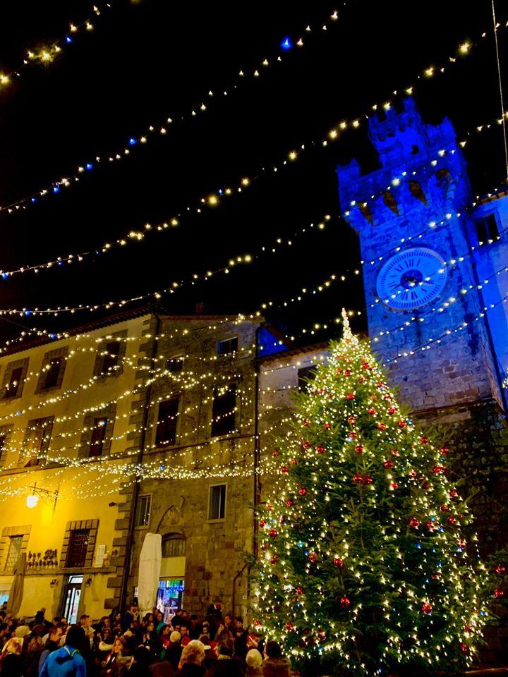 Albero di Natale e luminarie a Santa Fiora
